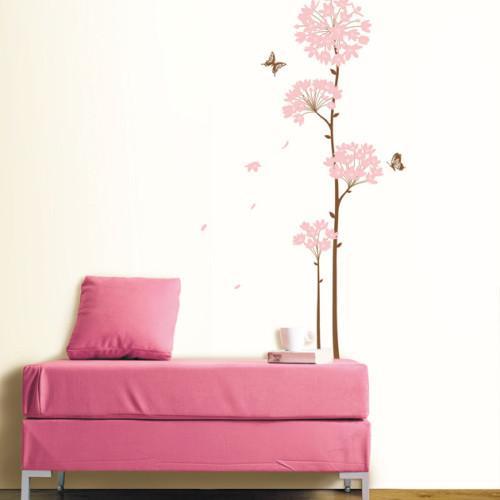 korkea vaaleanpunainen kukka