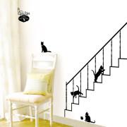 S041kissat portaissa seinätarra